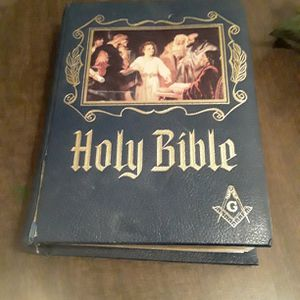Masonic FAMILY HEIRLOOM Bible with Masterpiece Religious Art. for Sale in Oklahoma City, OK