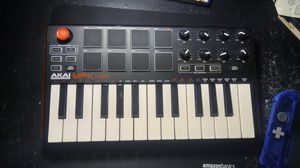 Akai MPK mini for Sale in Fort Lauderdale, FL