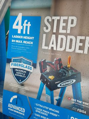 War 4 ft fiberglass step ladder for Sale in Columbus, OH