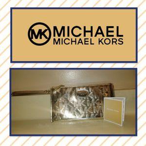NWOT Michael Kors Wristlet for Sale in Morgantown 79effbc45109e