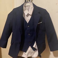 Boy's kids size 7 suit for Sale in Saugus,  MA