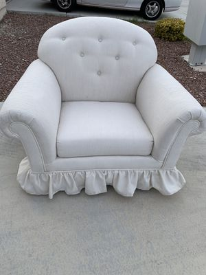 White Oversized Chair for Sale in North Las Vegas, NV