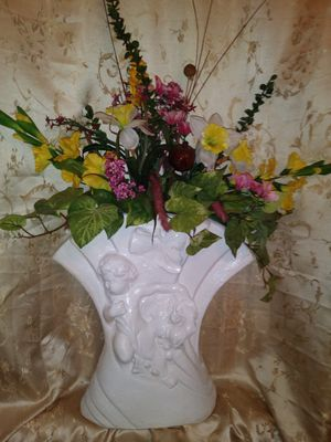 Beautiful Vase With out flowers for Sale in Virginia Beach, VA