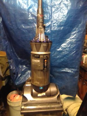 Dyson Cyclone upright vacuum for Sale in Whittier, CA