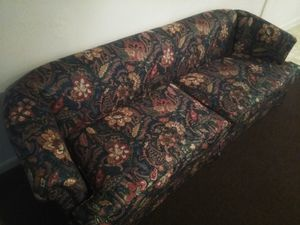 Beautiful floral couch for Sale in Hattiesburg, MS