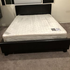 Queen bed and mattress almost new for Sale in Ontario, CA