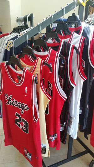 SIZE SMALL JORDAN BULLS NBA THROWBACK JERSEY for Sale in Fort Lauderdale, FL