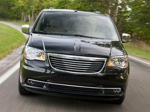 2015 Chrysler mini van for sale for Sale in Beverly Hills, CA
