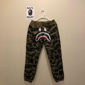 Bape sweatpants green camo (fits like medium/large) for Sale in Los Angeles, CA