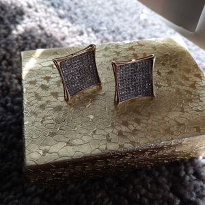 Real Vvs Diamon 10k Solid Gold Earrings I Paod $2500 I Need $650 for Sale in March Air Reserve Base, CA