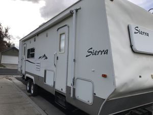 2002 Sierra Sport 28ft TOY HAULER for Sale in Hanford, CA