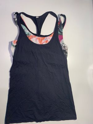 Lululemon tank with built-in bra size 6 for Sale in Fairfax, VA