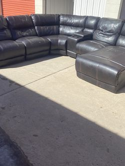 Comfortable Corner Sectional Couch *Free Delivery! for Sale in Denver,  CO