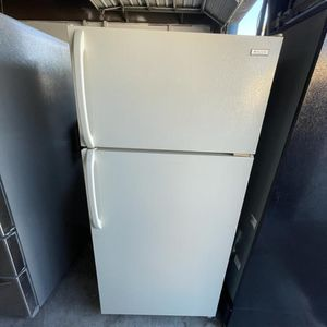 Frigidaire Biscuit Refrigerator / delivery Available for Sale in Tampa, FL