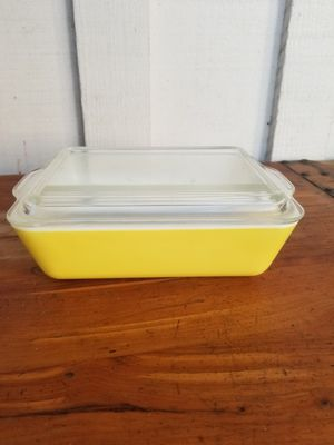 Vintage Yellow Pyrex Refrigerator Dish w/ Lid for Sale in Whittier, CA