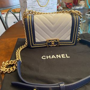 Chanel shoulder bag ! for Sale in Pompano Beach, FL