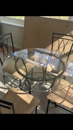 4 Chairs And Dining Table for Sale in Canonsburg,  PA