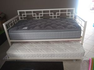 Day bed whit mattress for Sale in Manassas, VA