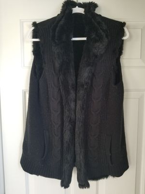 New York & company reversible cable knit and faux fur vest. Women's large/extra large for Sale in Frederick, MD