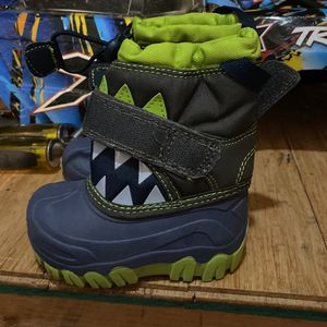 Toddler Snow Boots Size 5 for Sale in Newhall, CA