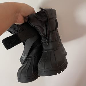 Kids Snow Boots Size 1 for Sale in Azusa, CA