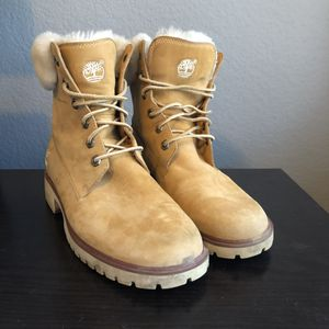 Size 7 Timberland Ladies women's boots for Sale in Dallas, TX