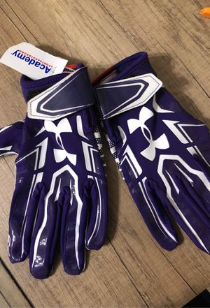 Football gloves for Sale in Victoria, TX