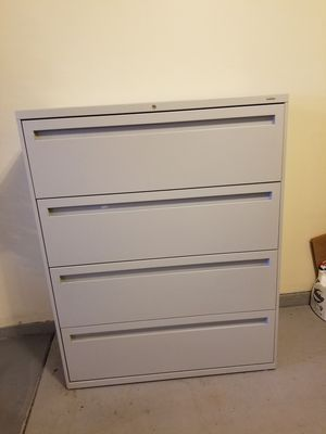 HON 700 series 4-drawer, 42 in lateral file cabinet for Sale in Darien, IL