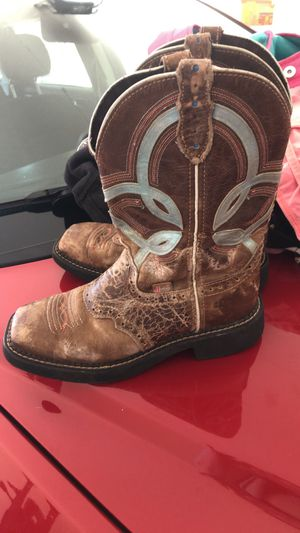 Girls women's cowboy cowgirl boots size 6.5 for Sale in San Tan Valley, AZ