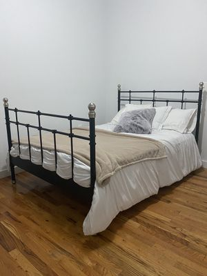 Stunning metal bed frame and mattress (full) for Sale in New York, NY