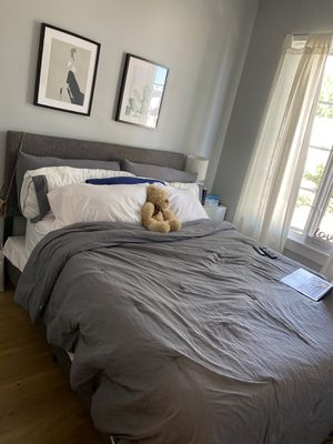Gray Linen Upholstered queen bed w/ Mattress and Boxspring for Sale in Brooklyn, NY