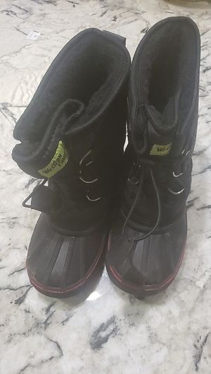 Size 2 kids snow boots for Sale in Chula Vista, CA