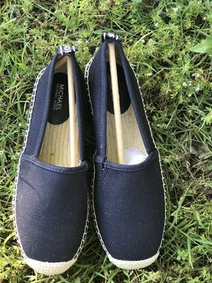 Michael kors shoes size 5,7 for Sale in Arlington, TX
