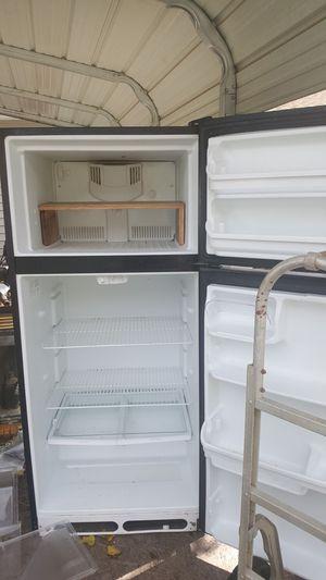 Frigidaire refrigerator for Sale in Rocky Top, TN