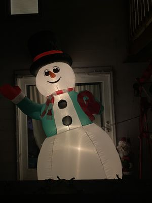 9ft gemmy airblown inflatable Christmas snowman blow up for Sale in Bristol, CT