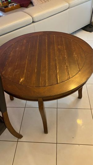 Wooden table needs TLC 4 Chairs 9/10 for Sale in Greenacres, FL