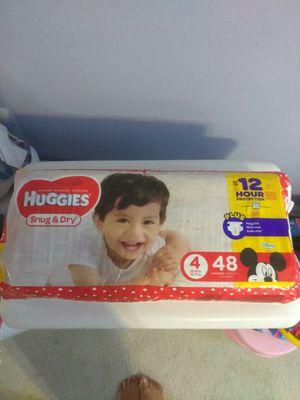 HUGGIES SNUG & DRY Size 4 for Sale in Philadelphia, PA