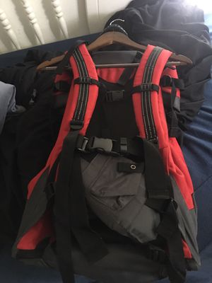 2 Baby carrier/ backpack for hiking for Sale in St. Petersburg, FL
