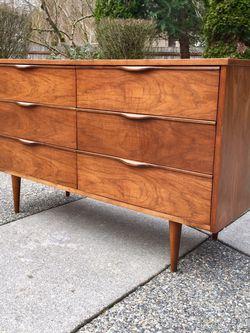 Mid Century Walnut Lowboy Dresser & Mirror for Sale in Puyallup,  WA