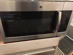 GE under Cabinet microwave in excellent condition!! for Sale in Franklin, MA