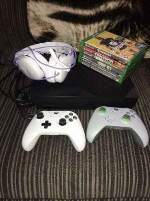Xbox one x - 1TB , w/ 2 controllers , games , and turtle beach headset . for Sale in Aliquippa, PA