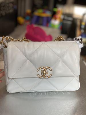 Chanel 19 White Small 20B Goatskin for Sale in Irvine, CA