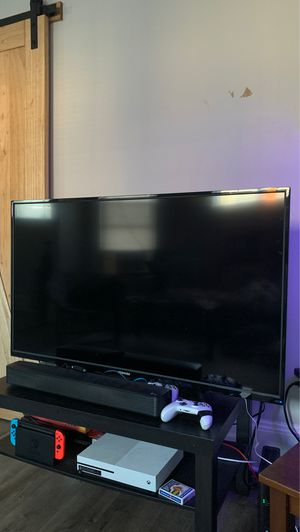 Toshiba 50 inch tv + LG Sound Bar for Sale in Cleveland, OH