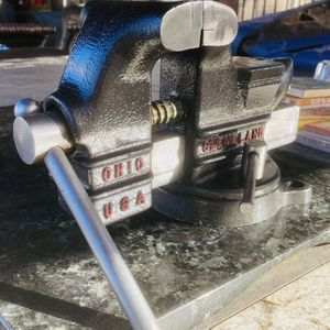 Vintage Columbian Bench Vise for Sale in Modesto, CA