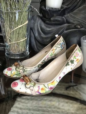 Gucci pumps $695 size 8 for Sale in Seattle, WA