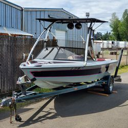1998 Skier Boat W/ Low Hours! for Sale in Portland,  OR
