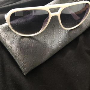 Guess Women Sunglasses for Sale in Garden Grove, CA