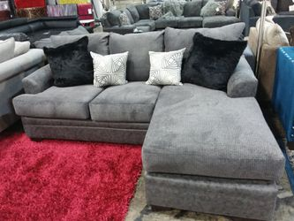 CHARCOAL REVERSIBLE CHAISE SECTIONAL SOFA WITH ACCENT PILLOWS for Sale in Richardson,  TX