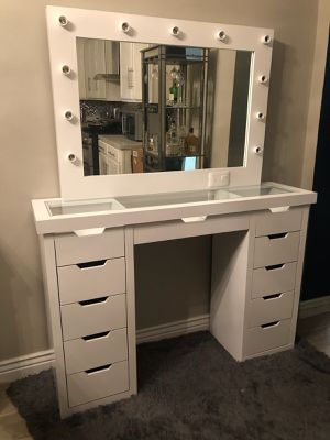 Vanity with mirror for Sale in Tucson, AZ