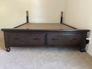Queen bed with frame made out of solid wood & 2 drawers - excellent condition! for Sale in San Mateo, CA